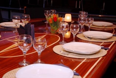 Yucebey deck table