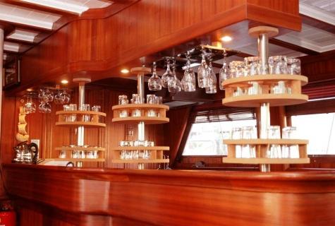 Yucebey saloon bar