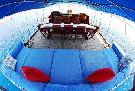 Zekioglu deck table