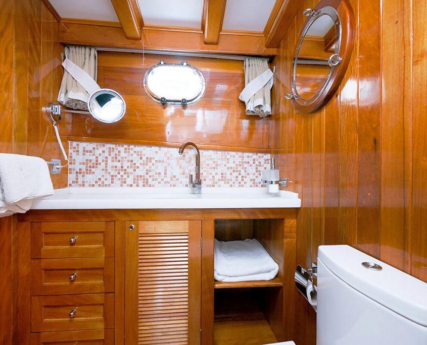 Bathroom on Fortuna