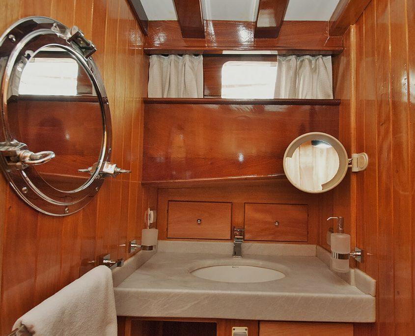 Bathroom on Gulet Fortuna