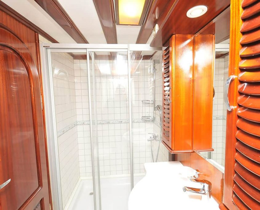 Bathroom on Kayhan Kaptan