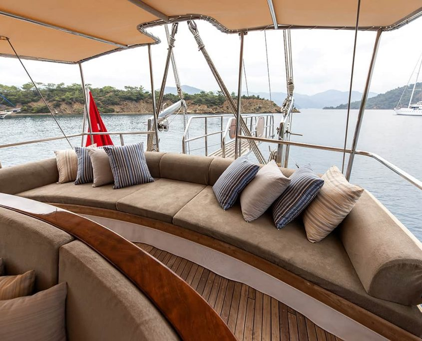 CEYLAN Cushioned area on Aft deck
