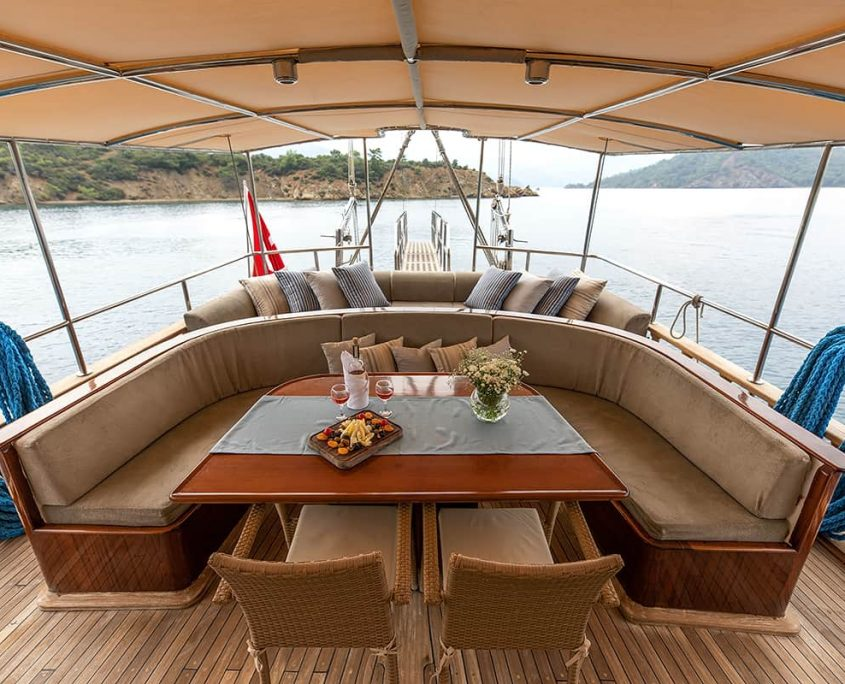 CEYLAN Dining area on Aft deck