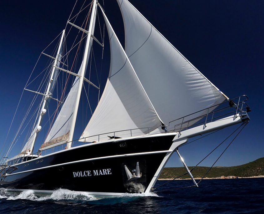 DOLCE MARE Sailing
