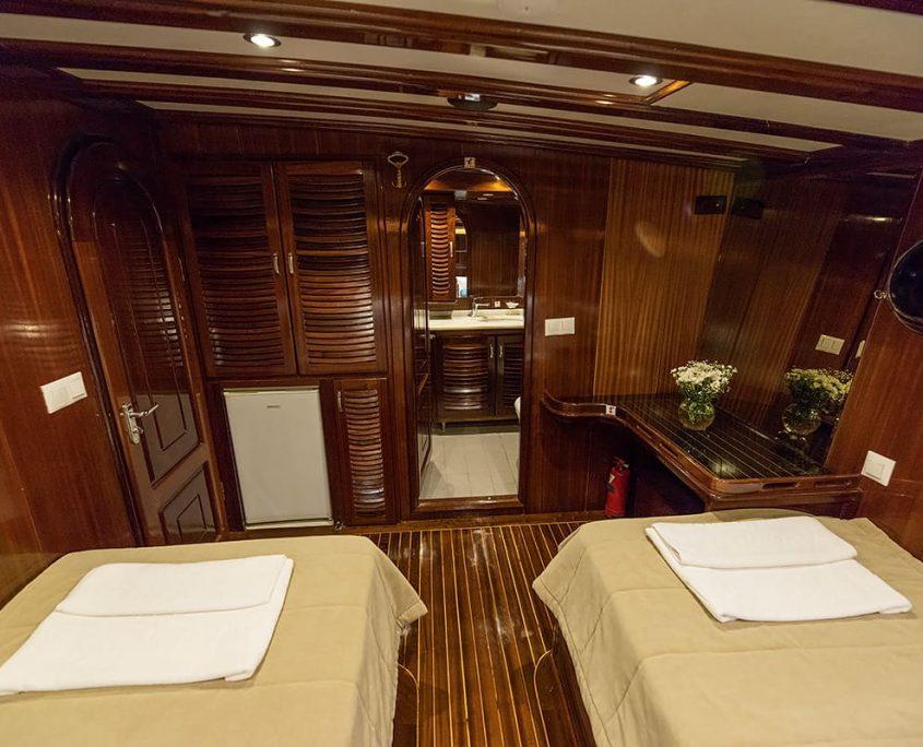 DURAMAZ Twin cabin
