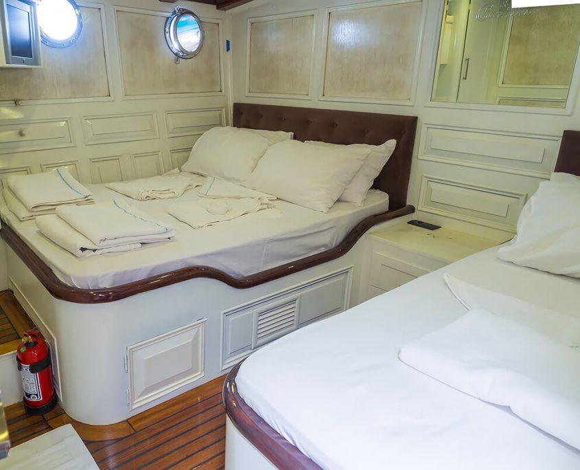 GRANDE MARE Triple Cabin