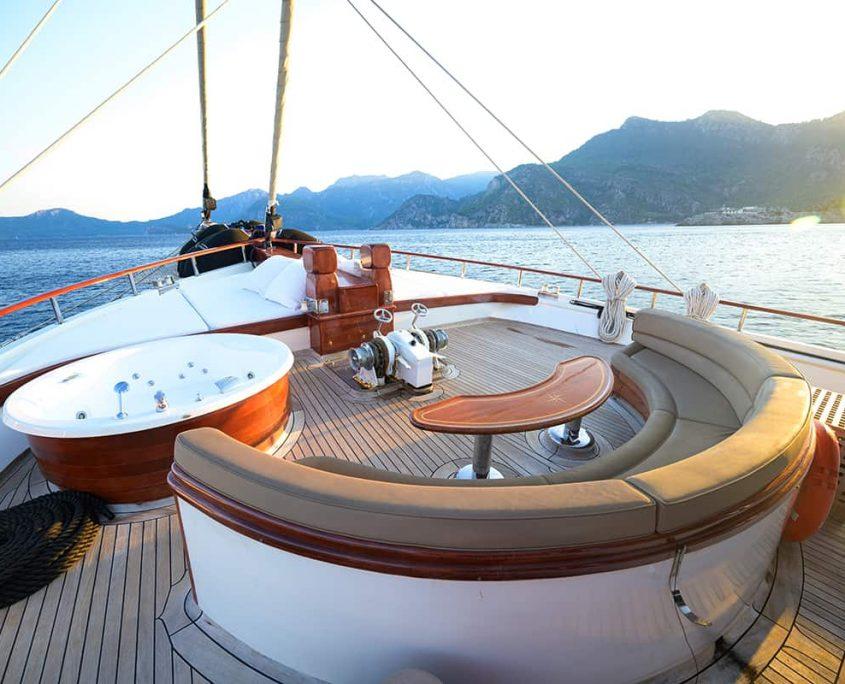 KAPTAN KADIR Front deck