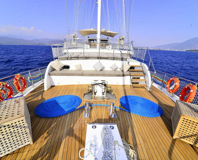 KAYHAN 11 Front deck