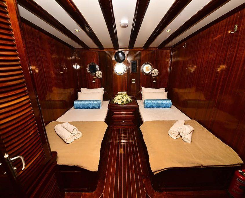 KAYHAN 11 Twin cabin