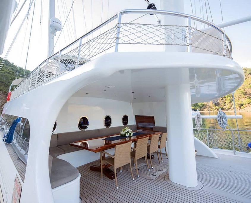 KAYHAN 4 Sitting area on deck