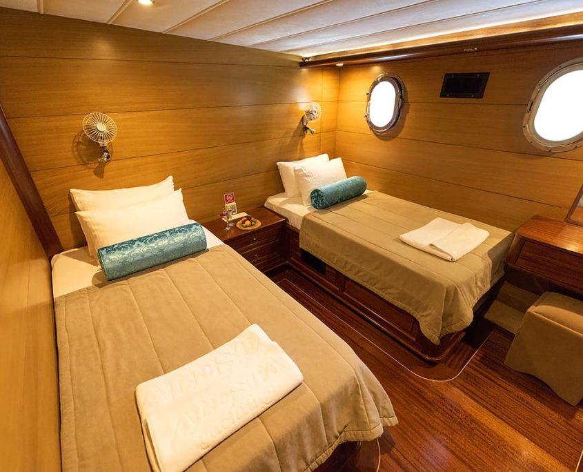 KAYHAN 4 Twin cabin
