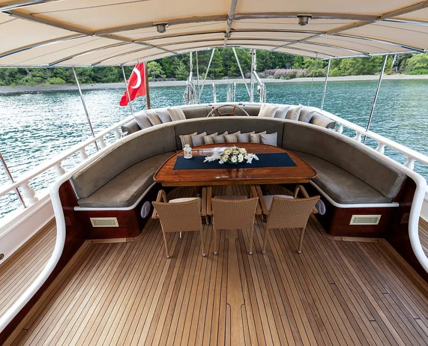 KAYHAN 5 Dining area on Aft deck