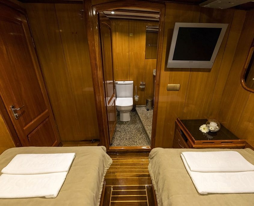 KAYHAN 5 Twin cabin