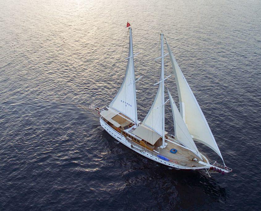 KAYHAN 8 Sailing