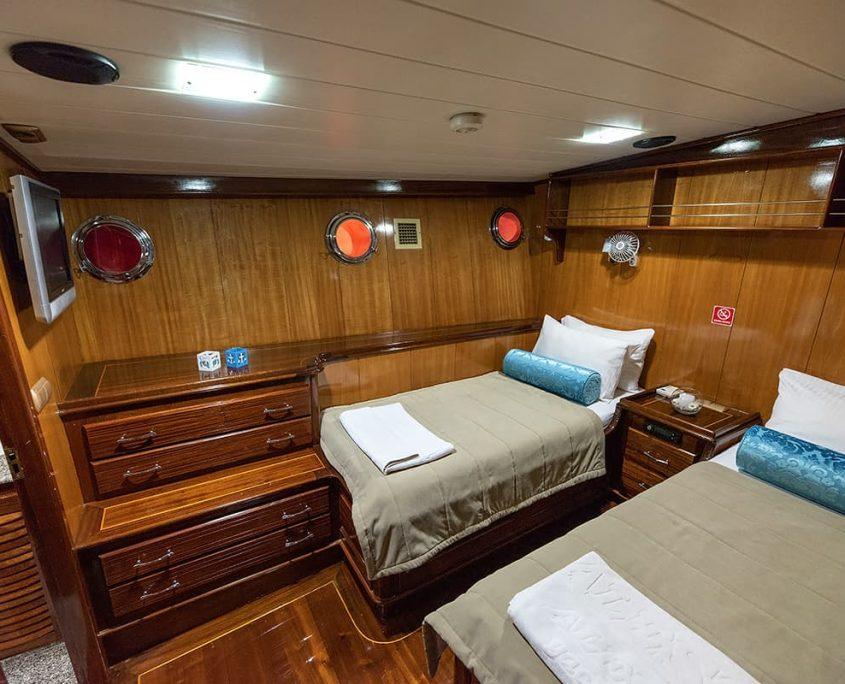 KAYHAN 8 Twin cabin