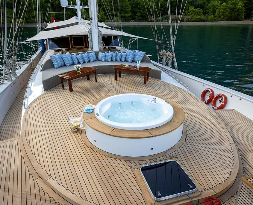 KAYHAN KAPTAN Front deck