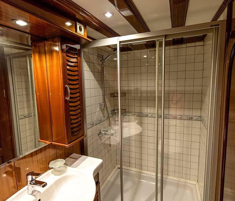 KAYHAN KAPTAN Shower box