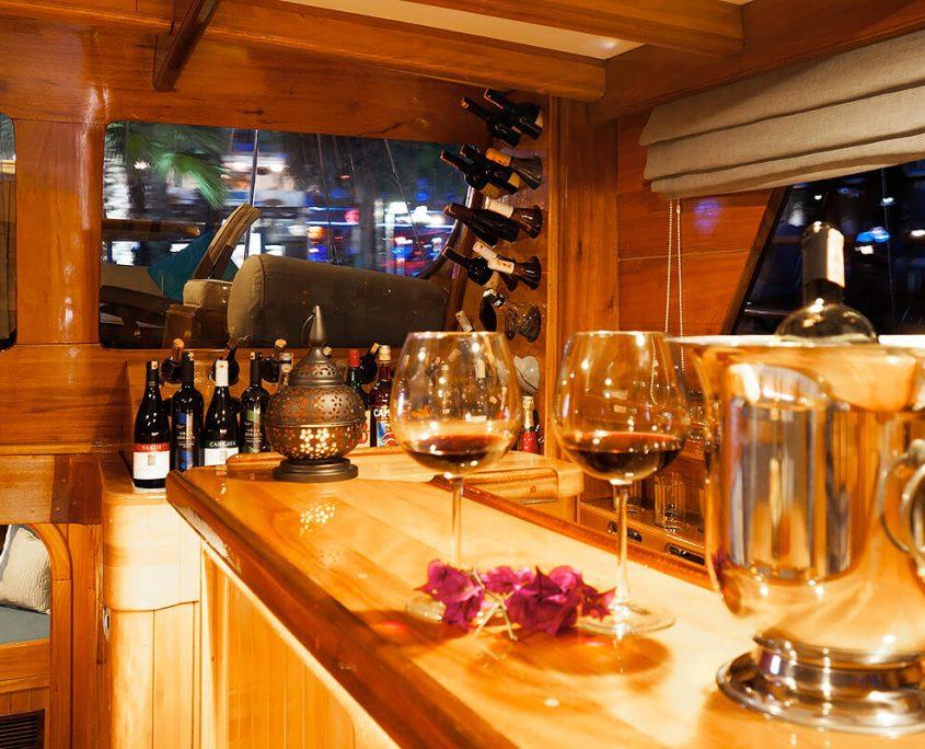 NIKOLA Bar in Salon