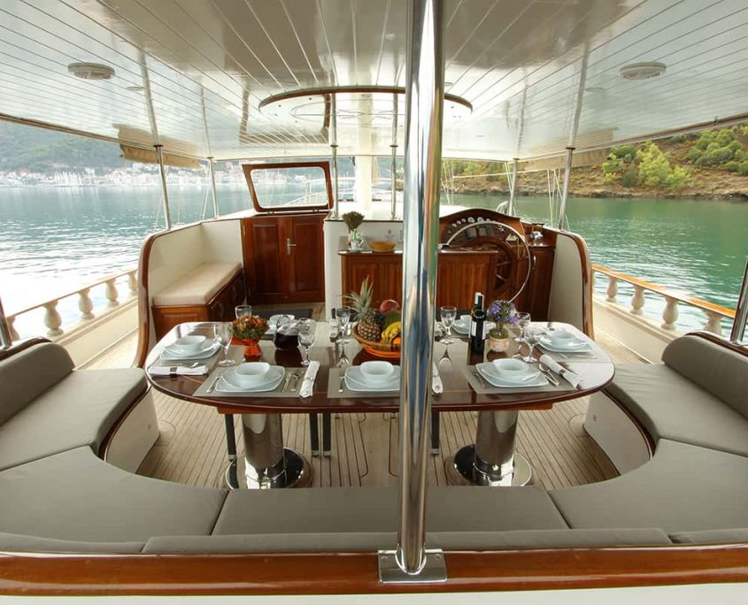 QUEEN LILA Dining area on Aft deck