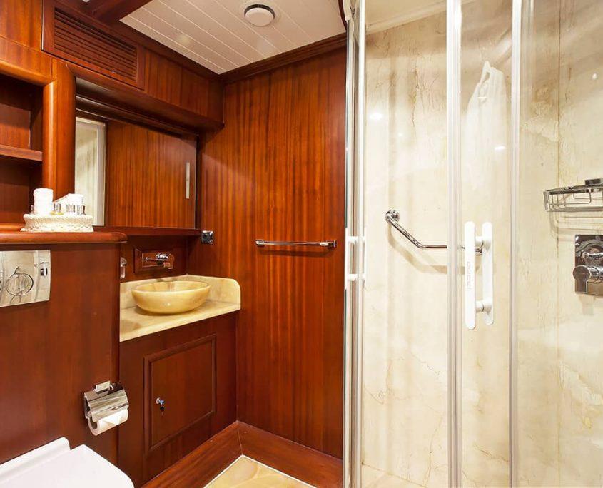 REGINA Bathroom