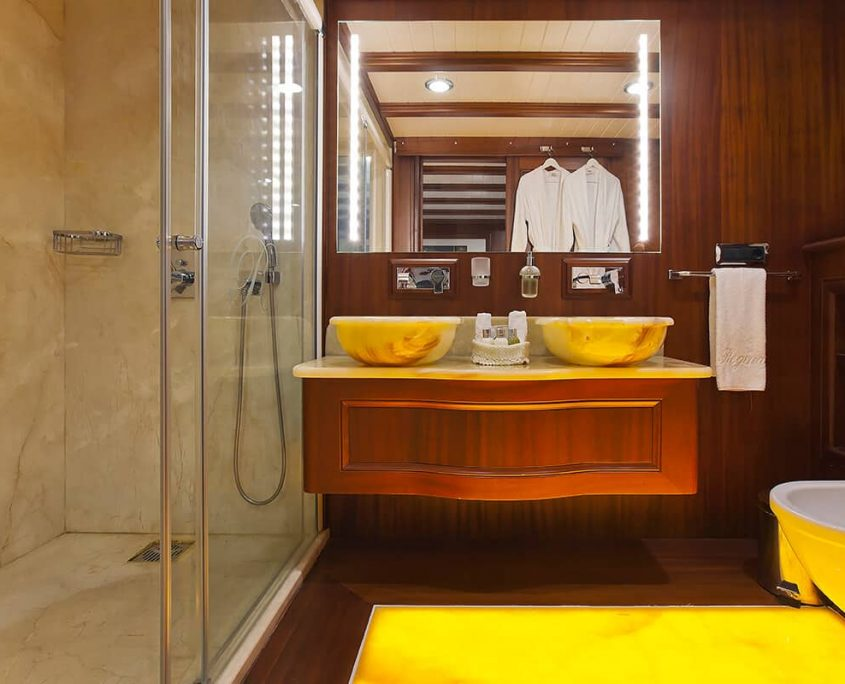 REGINA Master Bath
