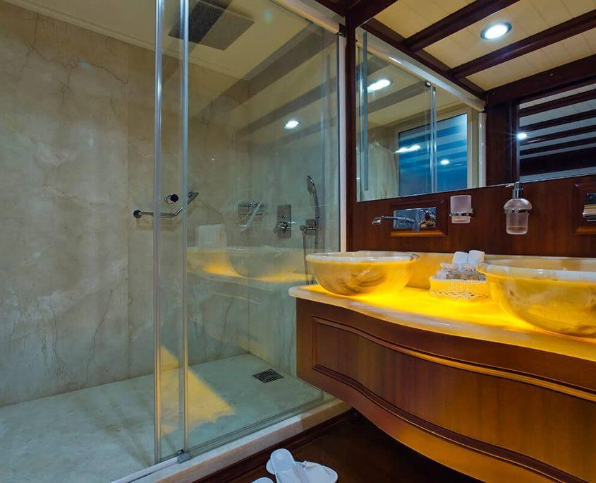 REGINA Master Bathroom