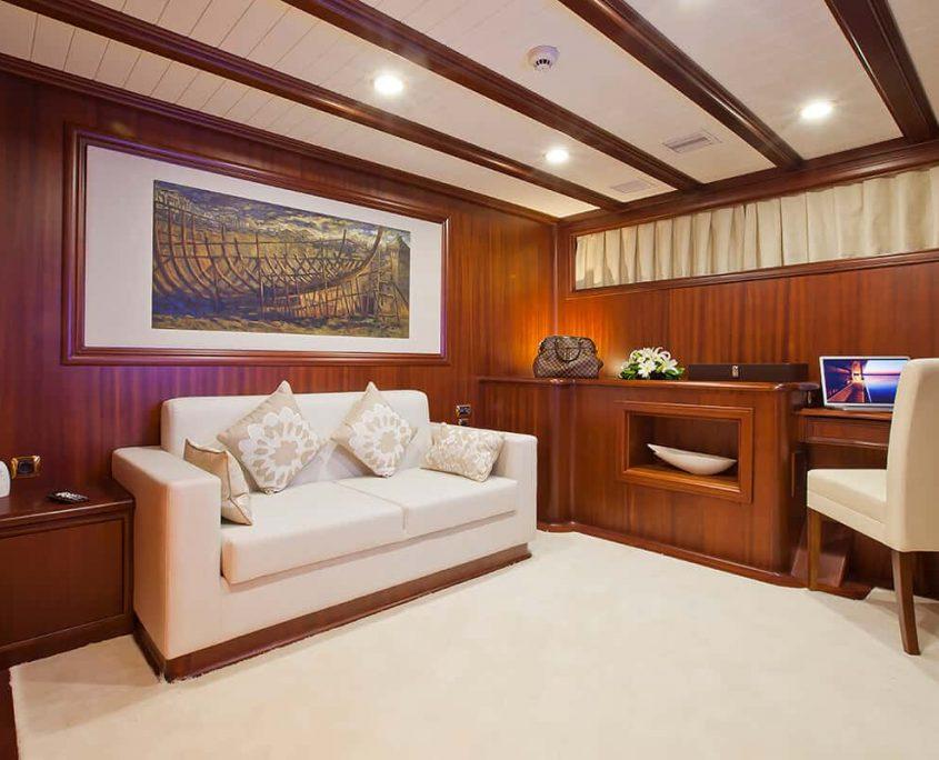 REGINA Master Cabin Lounge
