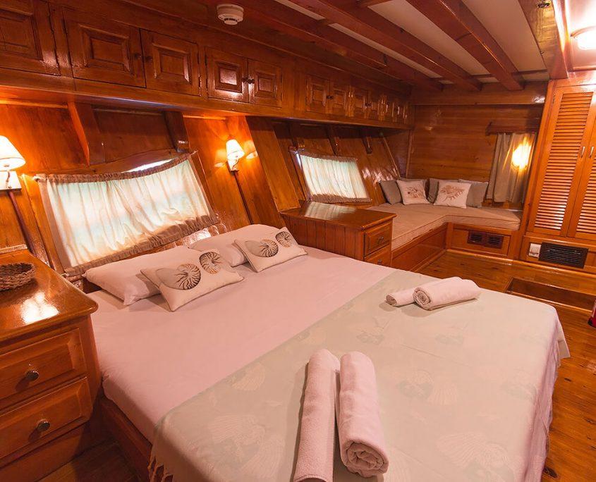 SALMAKIS Double Cabin
