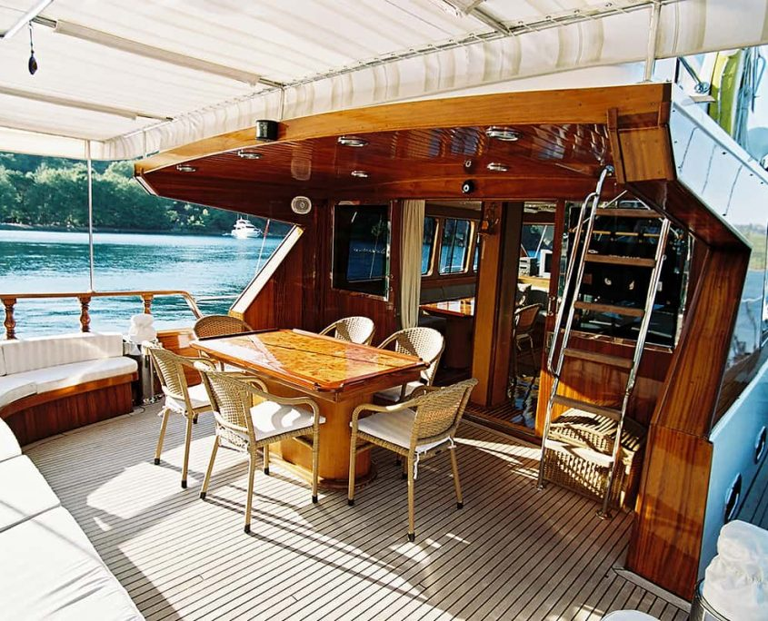 SERENITY 70 Aft Seating Area (2)