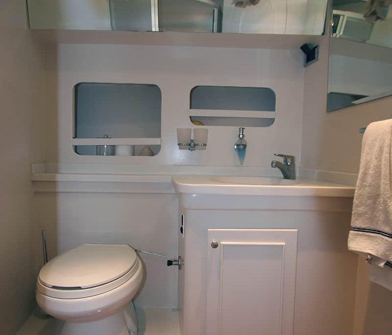 SERENITY 70 Master Cabin Bathroom