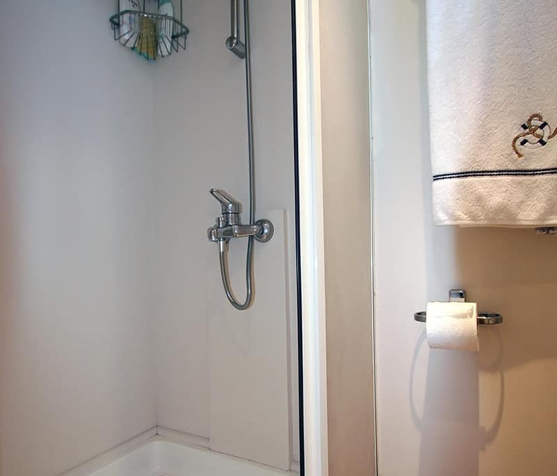 SERENITY 70 Master Cabin Shower