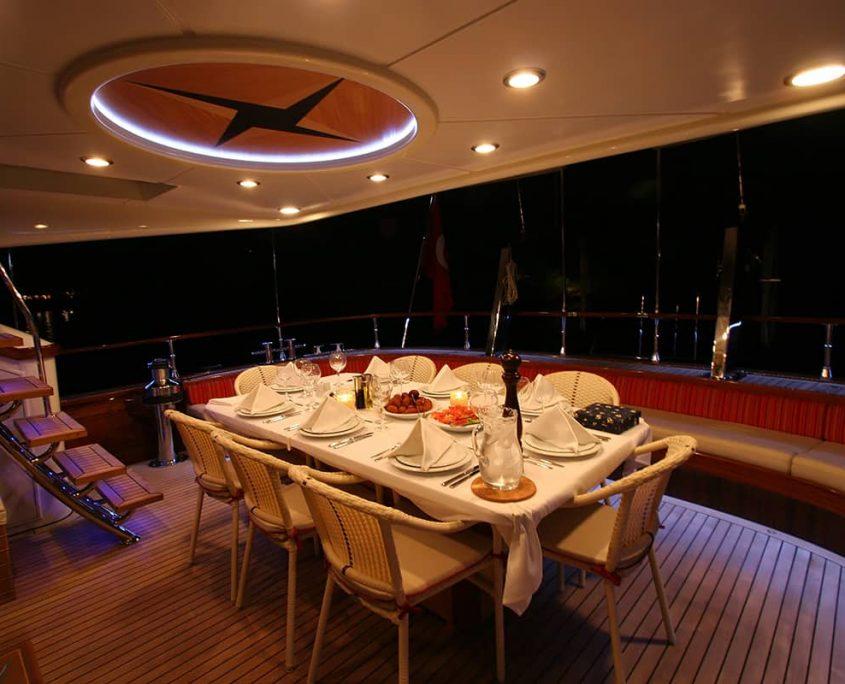 SERENITY 86 - Dining