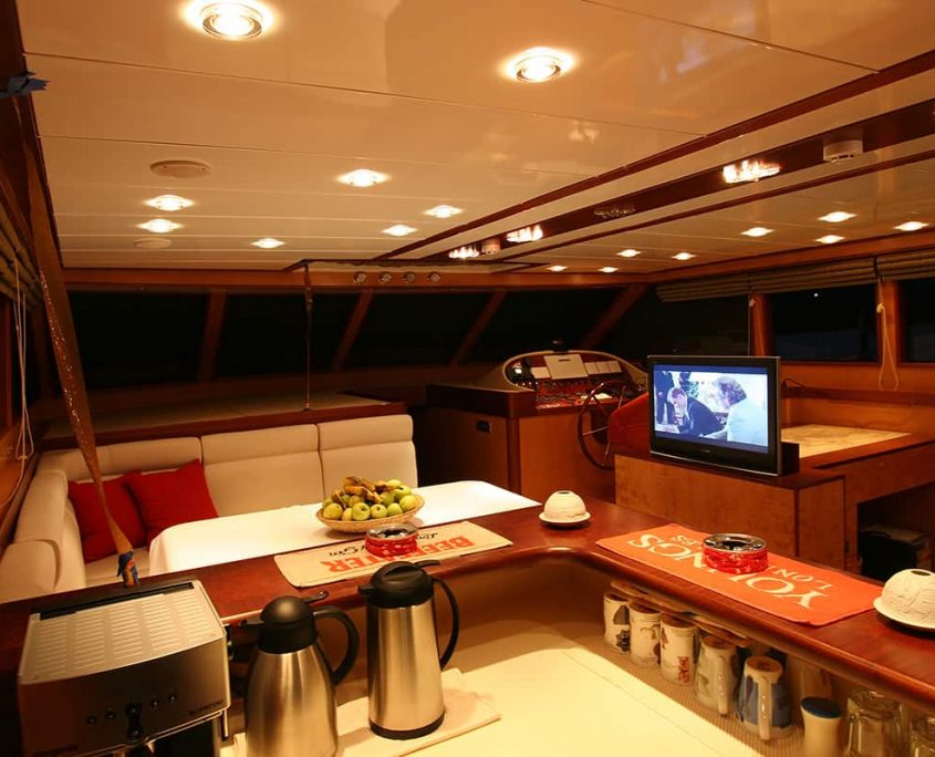 SERENITY 86 - Saloon Night Time