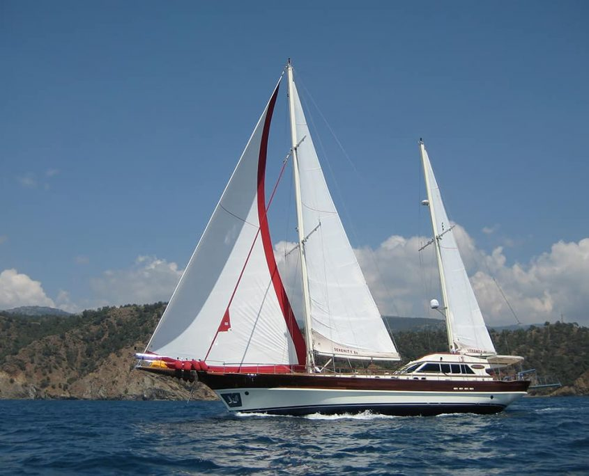 SERENITY 86 - Side view
