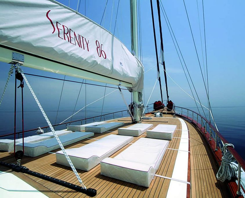 SERENITY 86 - Suntanning Deck