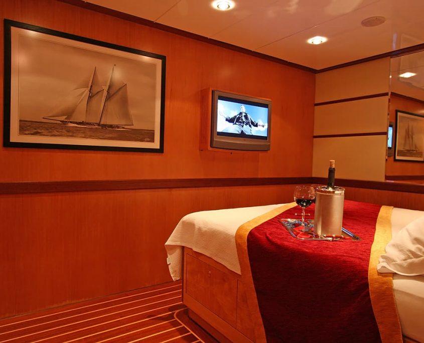 SERENITY 86 - VIP Cabin