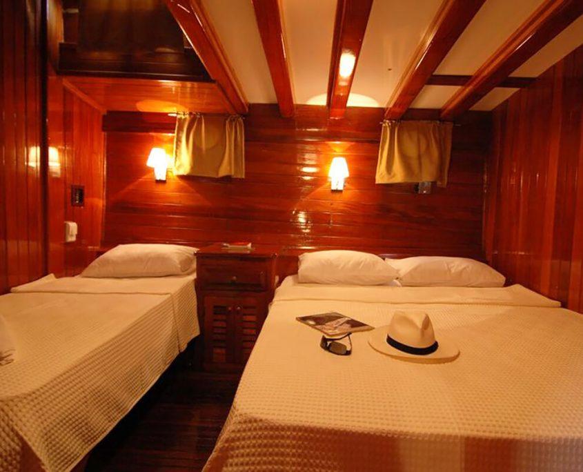 SUNWORLD 8 Triple Cabin
