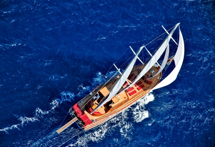 Sailing on gulet