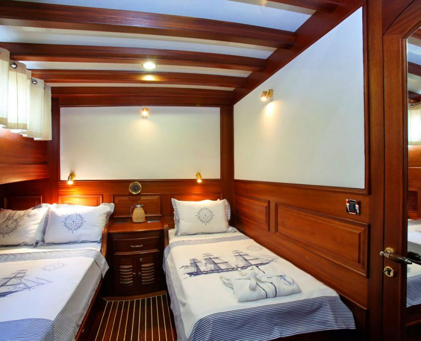 KAYA GUNERI 4 Twin cabin
