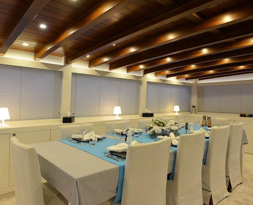 WHITE SOUL Dining area in salon
