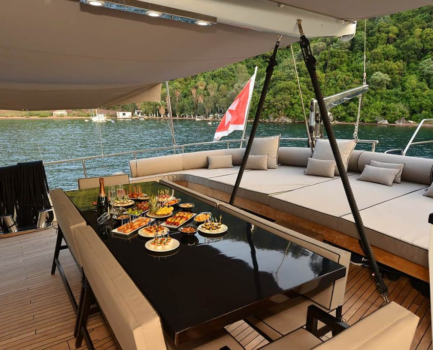 WHITE SOUL Dining area on Aft deck