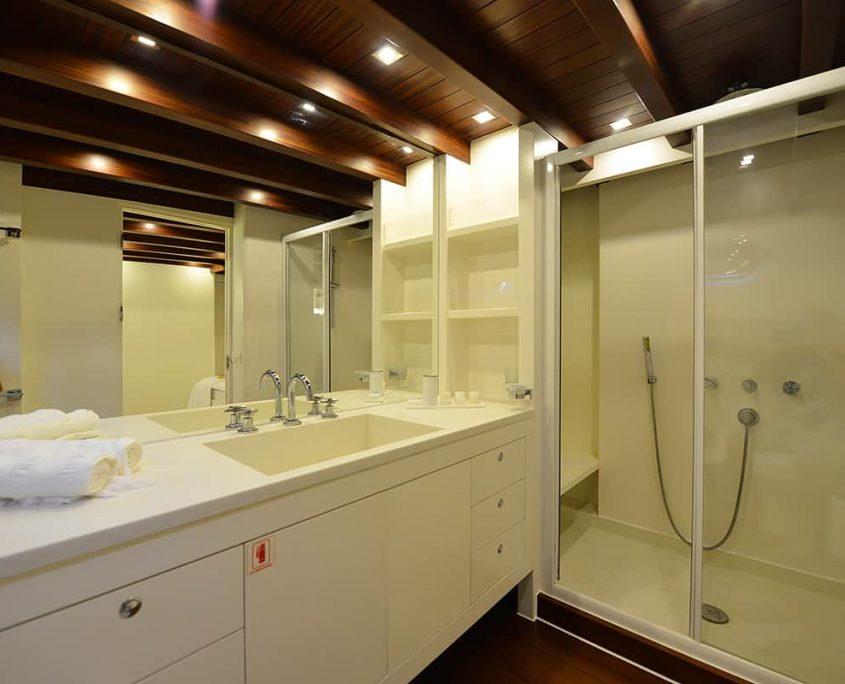 WHITE SOUL Shower box