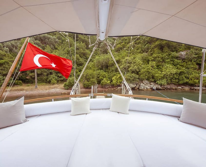 YUCE BEY 1 Cushioned area on Aft deck