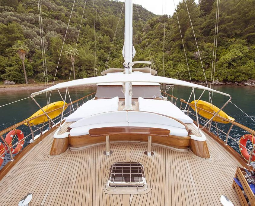 YUCE BEY 1 Front deck