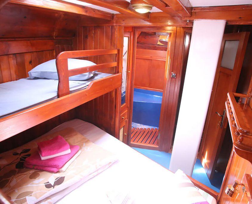 ANATOLIE Triple Master Cabin