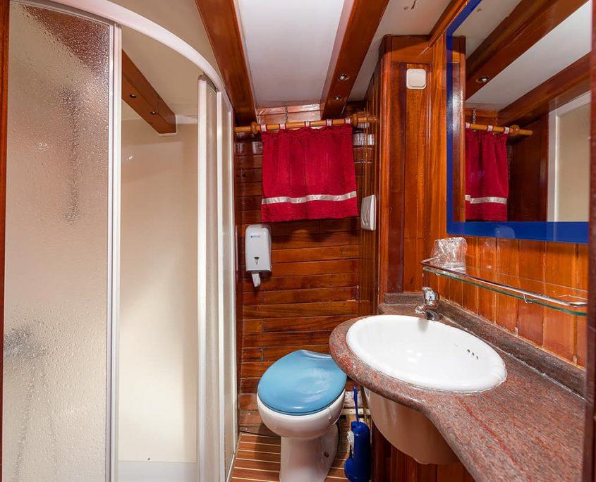 ANDI STAR Bathroom