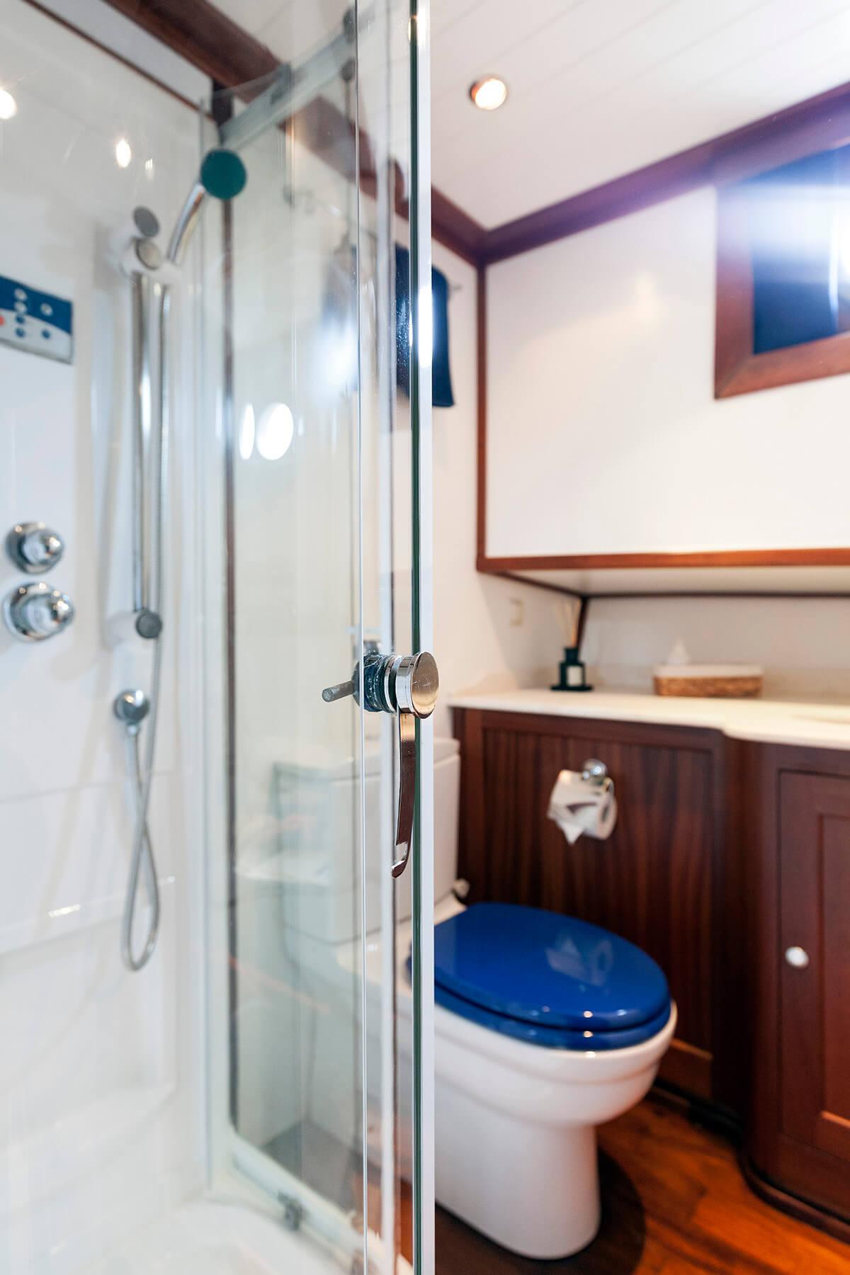 LUOPAN Blue Cabin Bathroom - Gulet Expert
