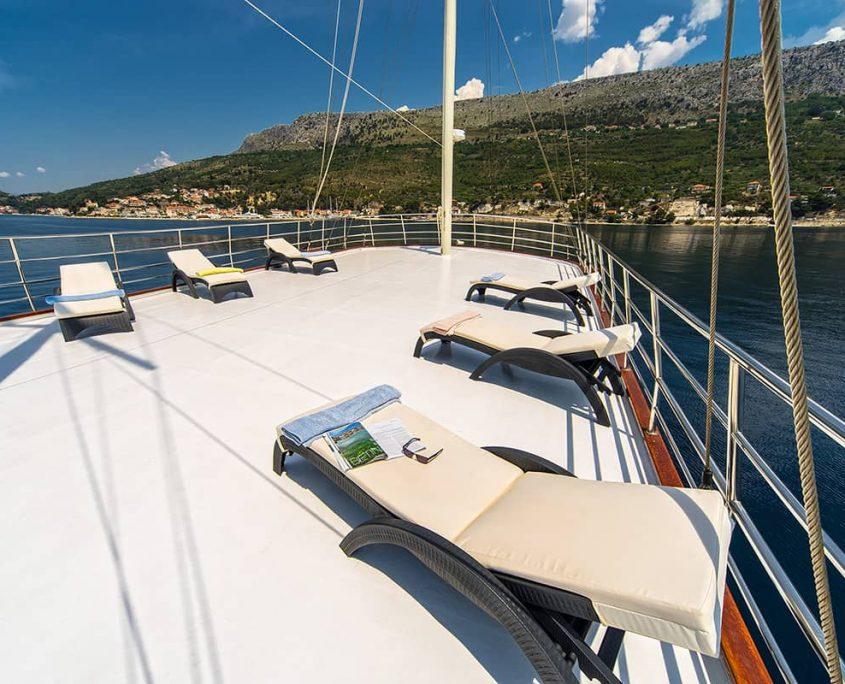 LUNA Sun deck