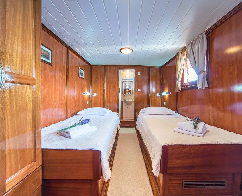LUNA Twin cabin